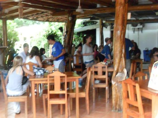 Sol y Mar Cabinas Rooms & Restaurant: this isnt the best picture but the restaurant is outdoors, but still very clean.