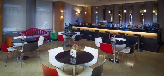 Midtown Hotel: Lobby Bar