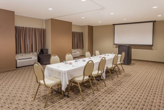 Microtel Inn & Suites by Wyndham Michigan City : Conference room