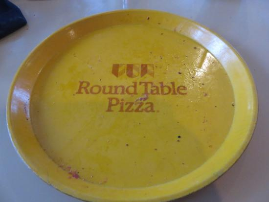 Crestline, Kalifornia: They still use round table's pizza dish