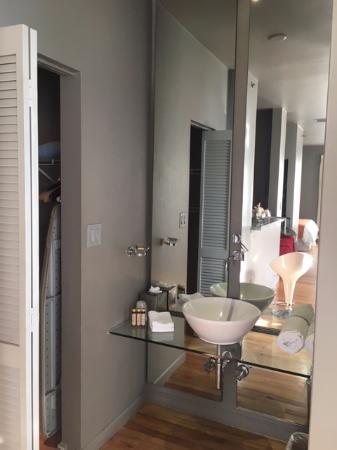 Nassau Suite Hotel: Toillete integrado y comodo