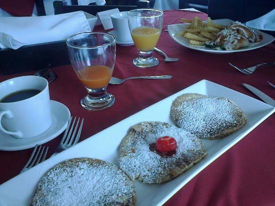 Brahazzas Sabor & Parrilla: ¡Excelente presentación y rico desayuno!