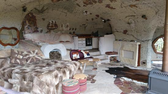 Wollemi Wilderness Retreat: The Enchanted Cave bedroom living room and kitchen
