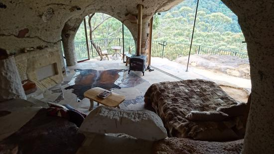 Wollemi Wilderness Retreat: The Enchanted Cave as you walk in living area