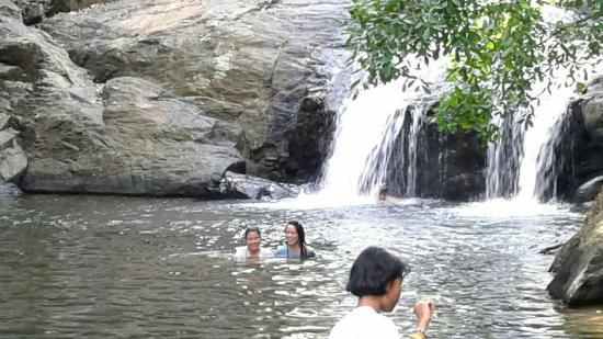 Kaeng Krachan, Tailandia: #สนุกกับการเดินขึ้นน้ำตก  #น้ำเย็นมาก ใสเห็นปลากันเลย