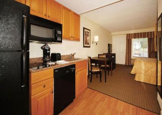 MainStay Suites Knoxville: guest room