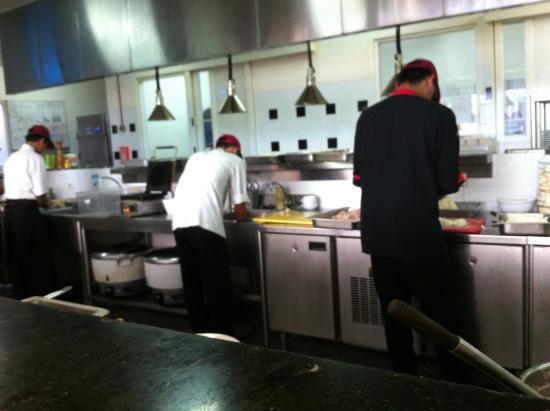 Mercure Bali Harvestland Kuta Restoran Dengan Konsep Open Kitchen
