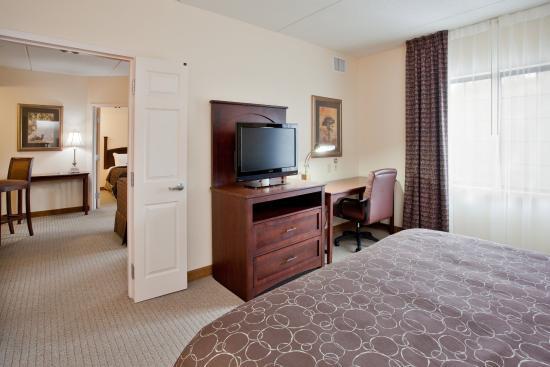 Staybridge Suites Newport News-Yorktown: Suite