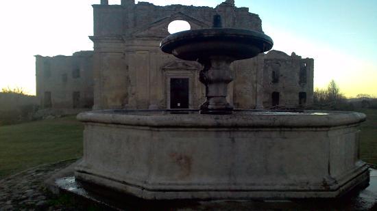 Canale Monterano, Italien: Villa con Fontana