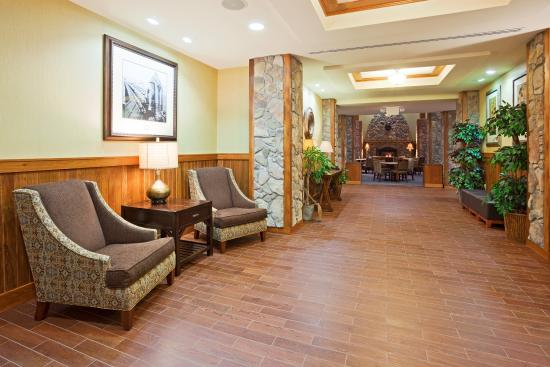 Mountain Iron, MN: Hotel Lobby