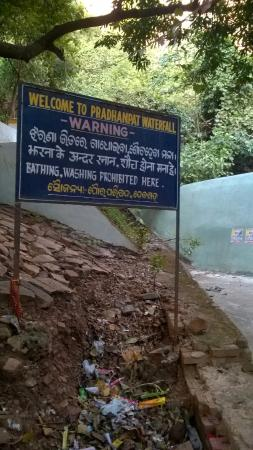 Deogarh, الهند: Notice board at the Waterfall.