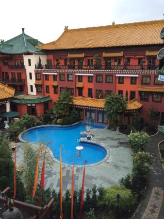 Wunderschöner Garten mit Pool - Picture of Hotel Ling Bao, Bruhl ...