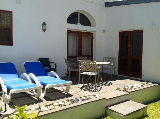 Cape Paradise Lodge and Apartments: Terrasse Leopard App.