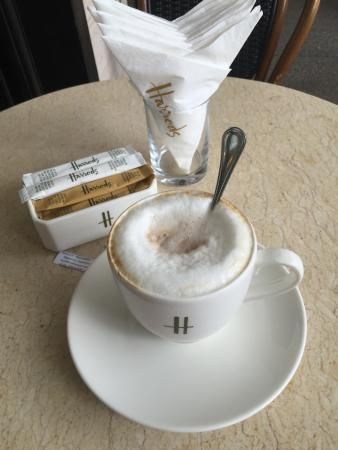 Harrods Cafe: tasty capuccino