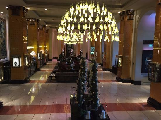 Hôtel Barrière Le Majestic Cannes: Hotelhalle
