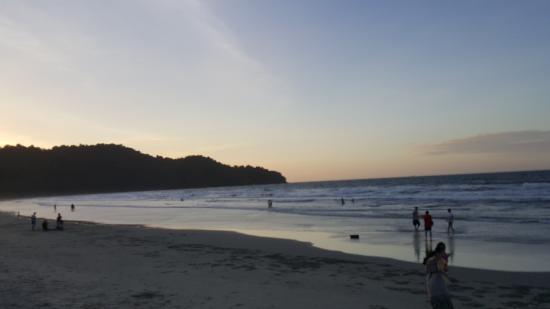 Nexus Resort & Spa Karambunai: 리조트 바닷가 4KM나된다 모래가 곱다