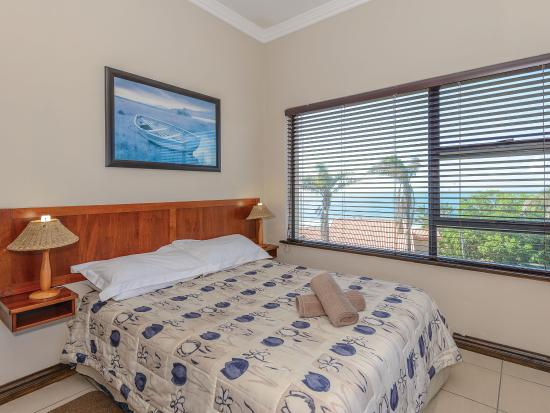 Uvongo, Южная Африка: Main bedroom with great sea views