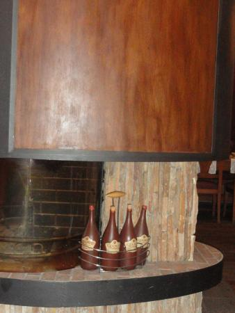 Todoroff Wine & Spa Hotel: элемент интерьера (камин) ресторана