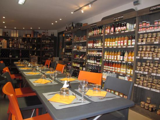 Prayssac, ฝรั่งเศส: Gourmet shop and restaurant