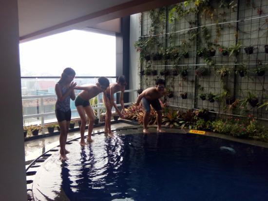 D Best Hotel Bandung Kolam Renang