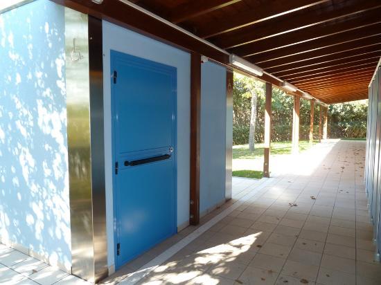 Zona campeggio gruppo bagni 5 wc alla turca picture of