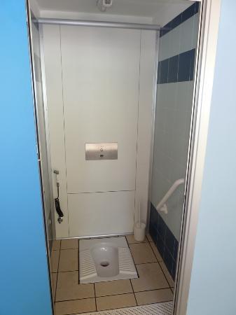 Zona Campeggio - Gruppo Bagni 5 - WC alla turca - Picture of ...