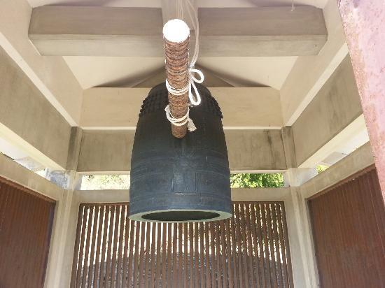 Gojo, Japón: この鐘楼が国宝!みんな八角堂だと思ってるけど、あれは重文なんだよ