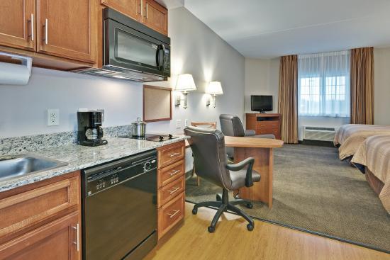 Murfreesboro, TN: Double Queen Room with Kitchenette