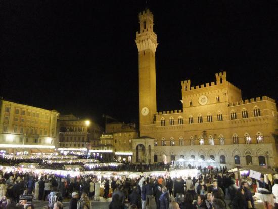 Mercatino Di Natale Foto Van Piazza Del Campo Siena Tripadvisor