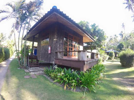 Koh Kood Neverland Beach Resort: บริเวณหน้าห้องพัก