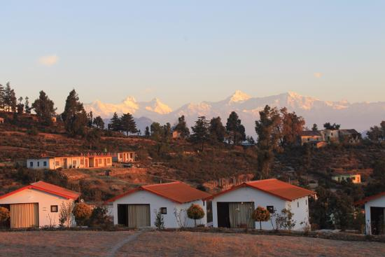 Chaukori, Índia: Himalayas at the Backdrop