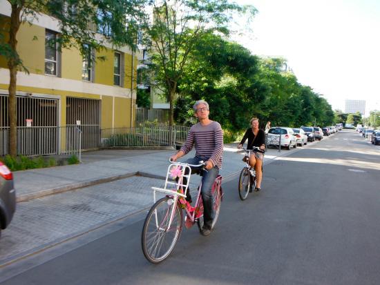 Lille à Vélo By Le Grand Huit : groupe enterrement vie de garçon jeune fille