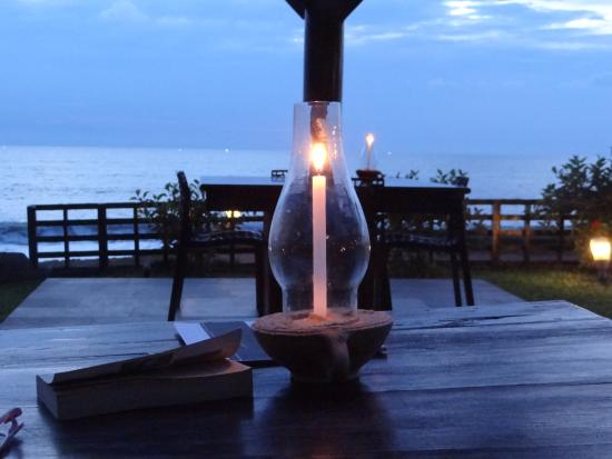 Blue Water Beach Resort: Evening