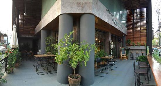 Pakhinai Cafe