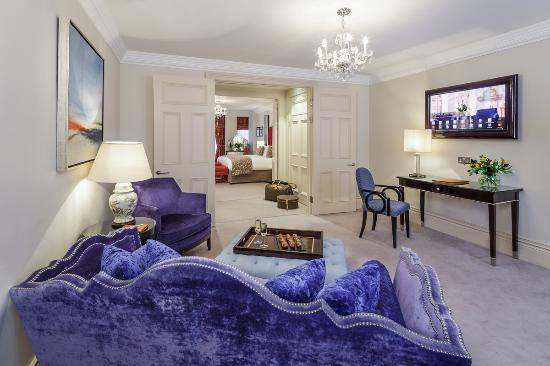 The Apartments by The Sloane Club: Large One Bedroom Apartment