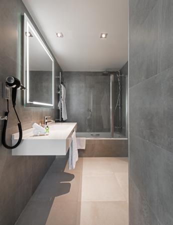 NH Collection Madrid Colón: Bathroom