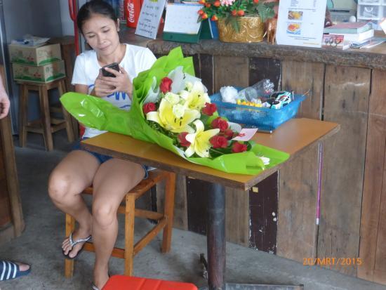 Cumpun Guest House: Sirilak with Tai flowers