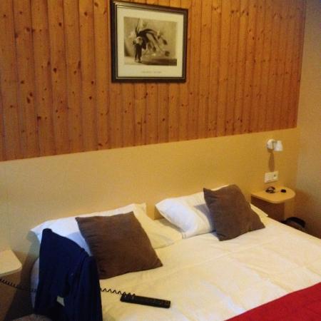 Fasthotel Relais Thones: Literie parfaite et déco soigné pour passer une bonne nuit !!