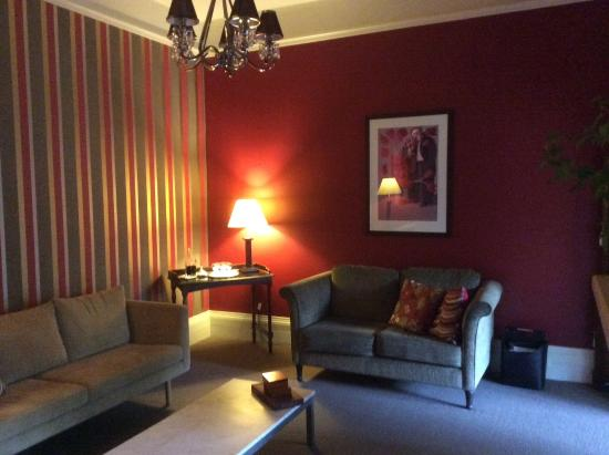 Clydesdale Manor: Lounge Room
