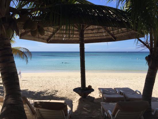 Paradise Beach Hotel: View of the beach