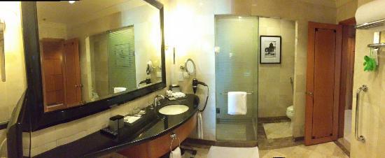 Pan Pacific Manila: Bathroom
