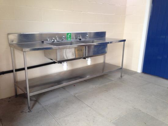 Cononley, UK: washing up area