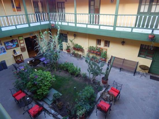 Amaru Hostal: Jardim.