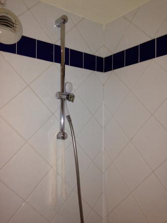 Pavillon Italie : シャワー。壊れてた。