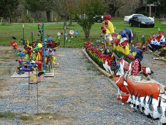 Cosby, TN : yard art