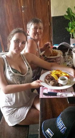 Via Via : me posing proudly with my typical nica food