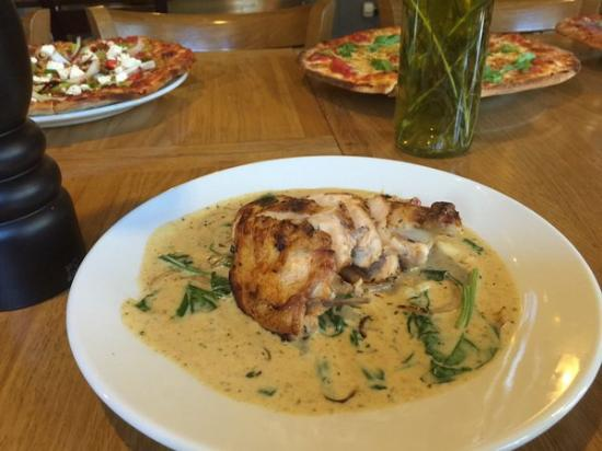 The Buck Inn: Chicken With Bacon & Tarragon Cream
