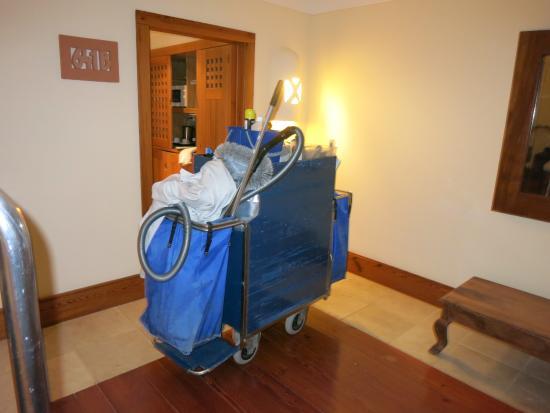 Princesa Yaiza Suite Hotel Resort: Room not ready at 10:30 p.m.