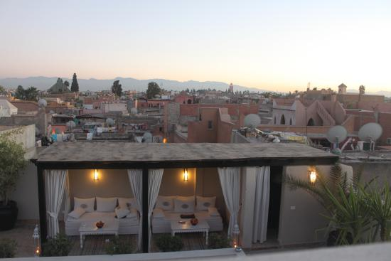 Riad Kheirredine: Terrace dining and relaxation area