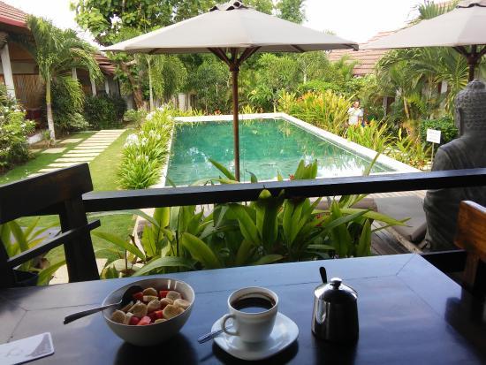 Casa Asia: Colazione vista piscina